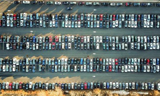 Schade aan je geparkeerde auto en geen briefje achter de ruitenwisser. Wat nu?